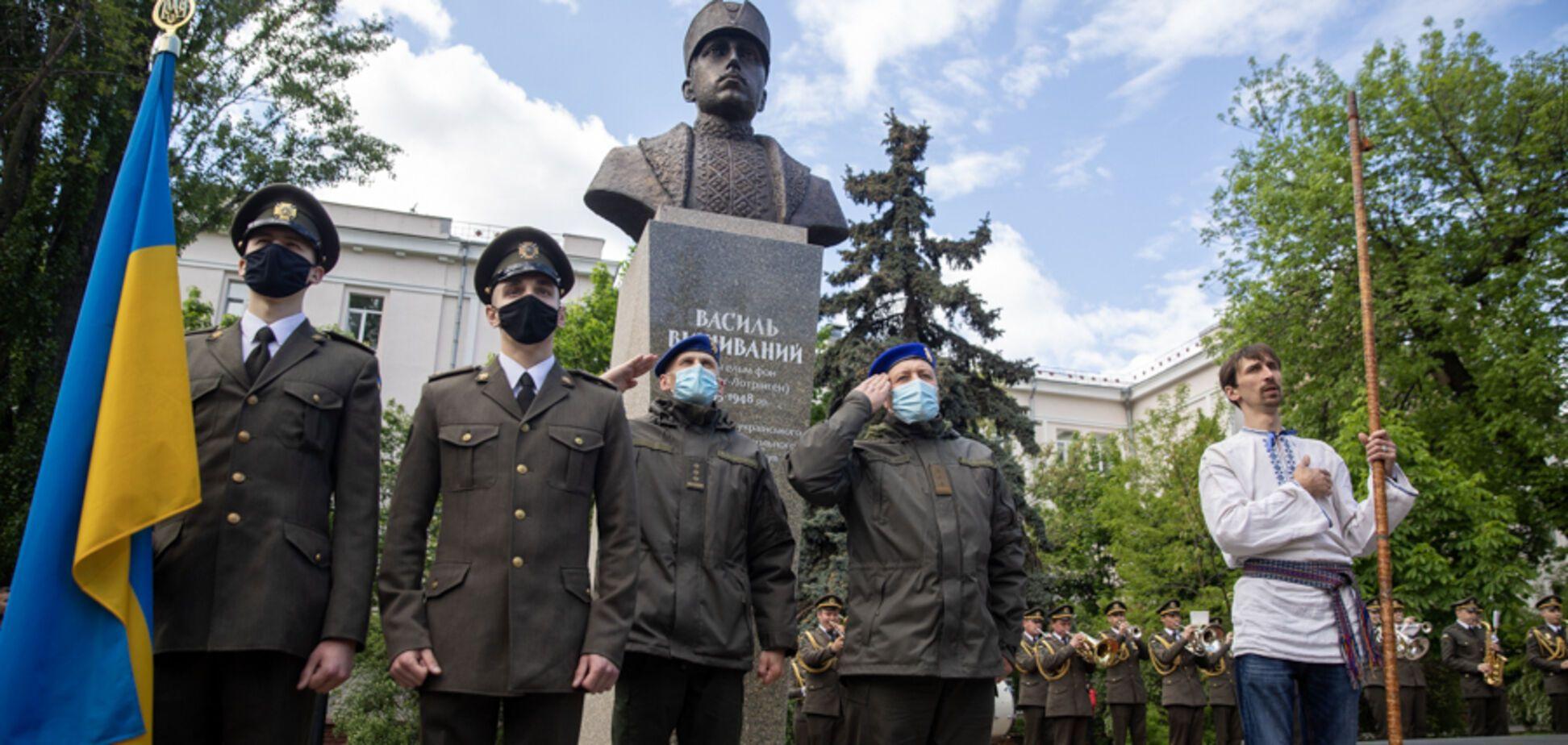 В Киеве появился памятник патриоту Украины из династии австрийских монархов. Фото