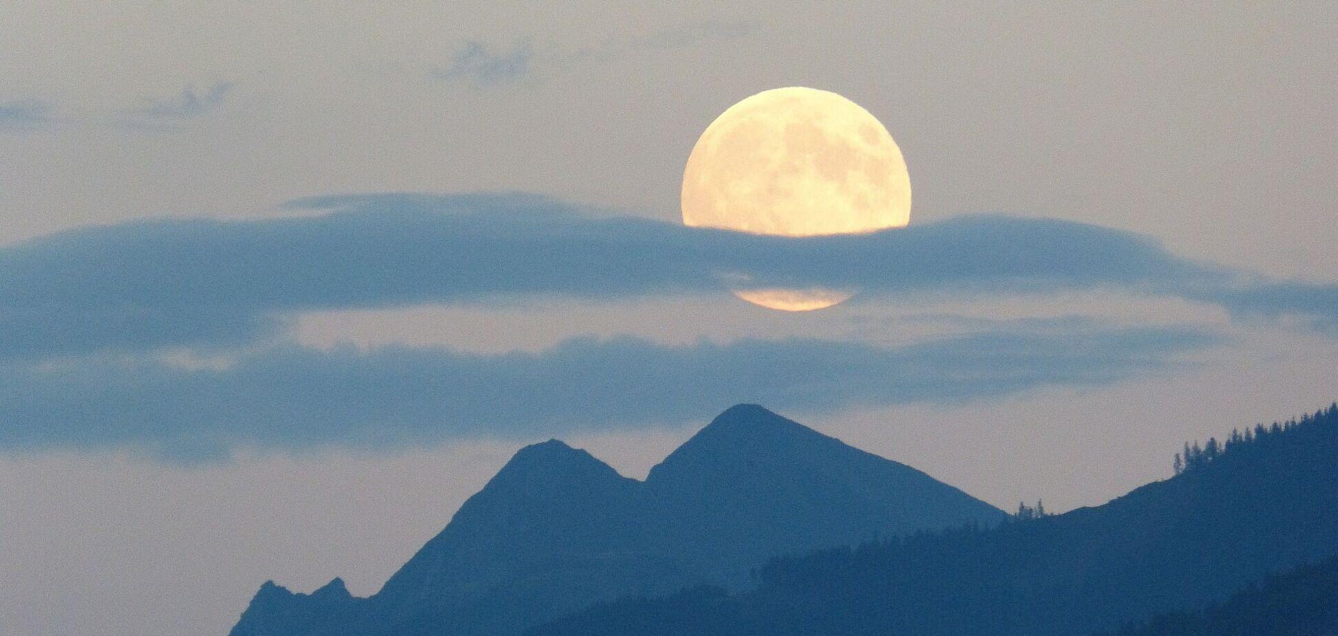 Період повного місяця є досить небезпечним, вважають астрологи