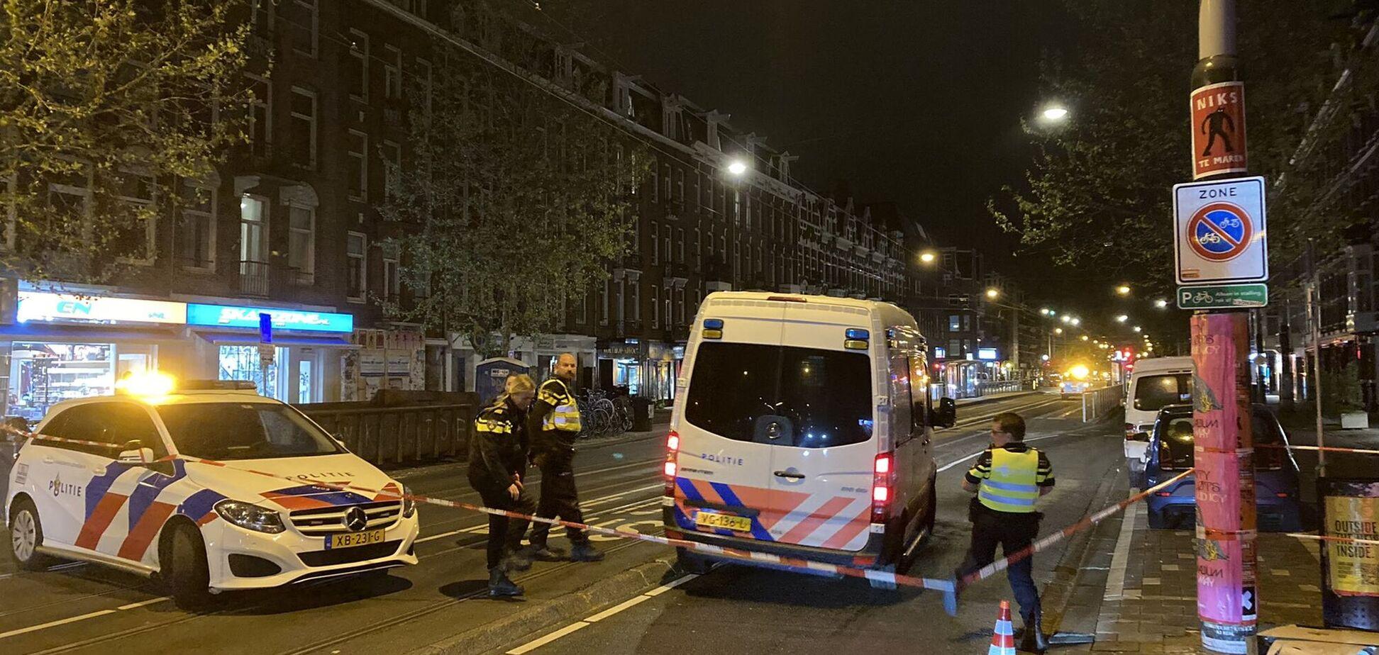 В Амстердаме мужчина на улице зарезал человека и ранил еще четверых