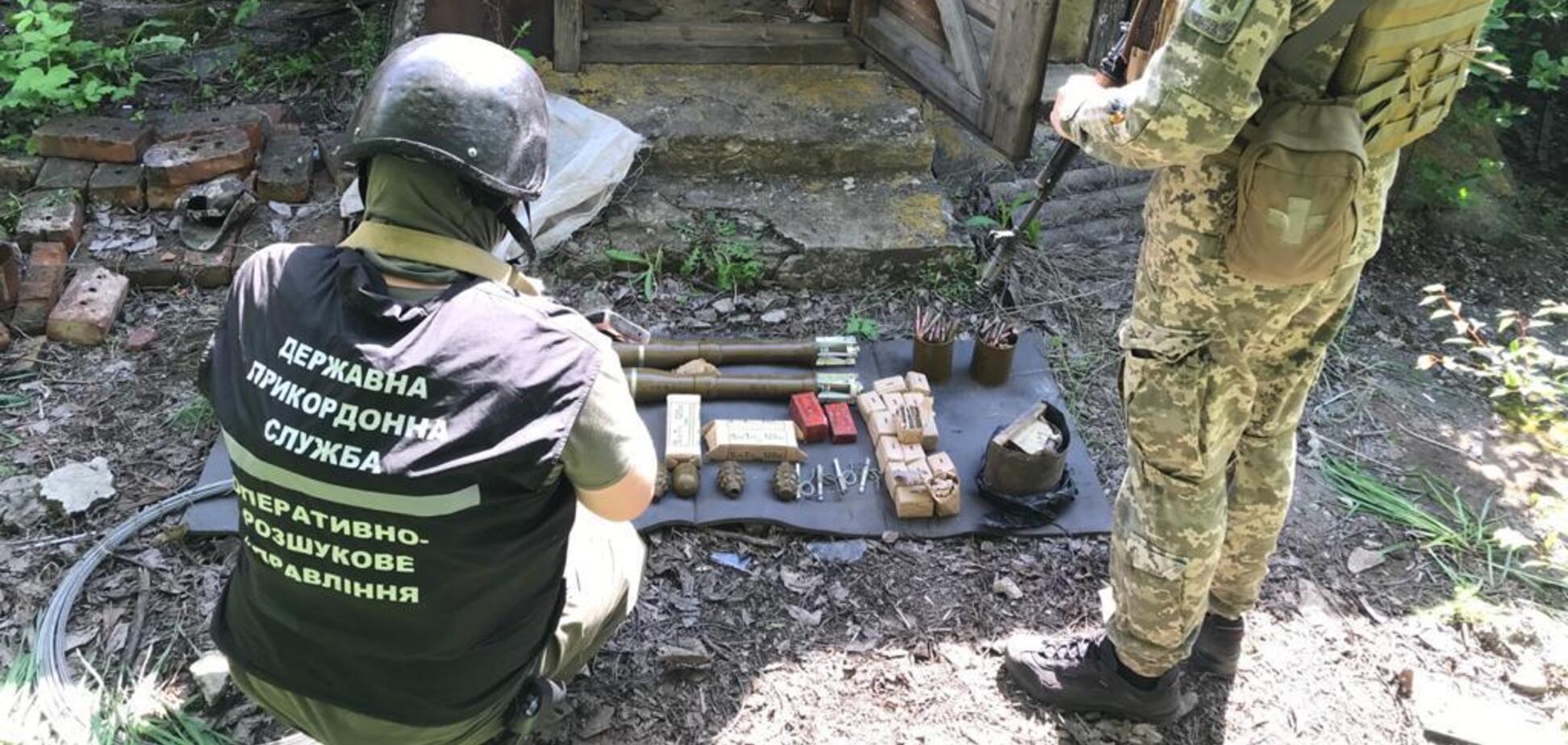 На Донбассе нашли тайник с тротилом, гранатами и более 2000 патронов