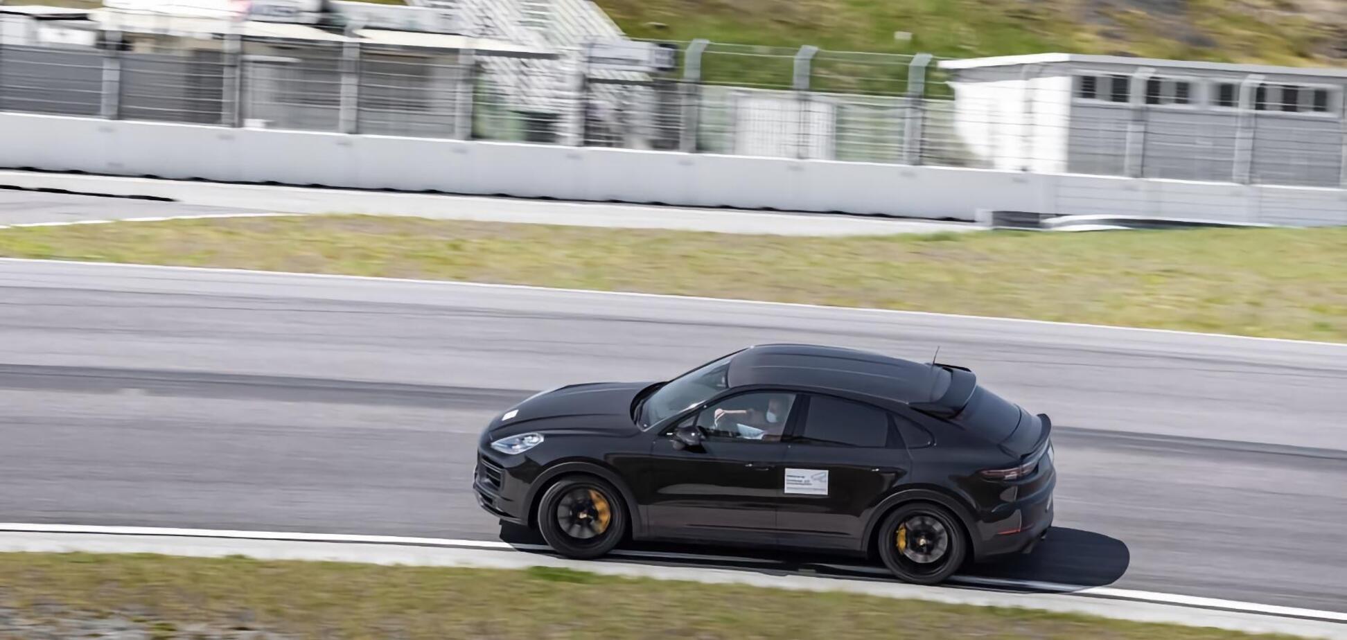 Porsche показала видео тестов 'прокачанного' Cayenne Turbo Coupe