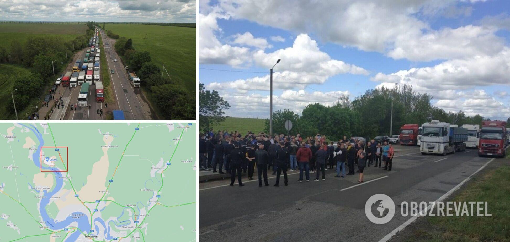 Под Николаевом дальнобойщики заблокировали трассу, протестуя против систем взвешивания. Фото и видео