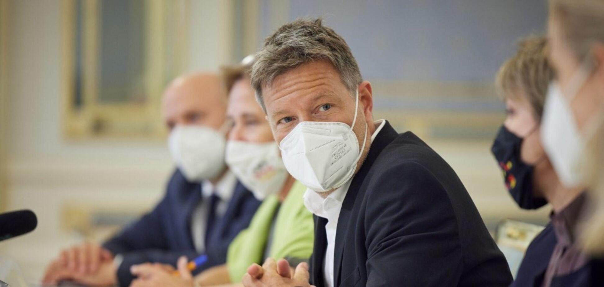Сопредседатель партии 'Зеленых' Германии поддержал предоставление Украине оружия и высказался о ее вступлении в НАТО