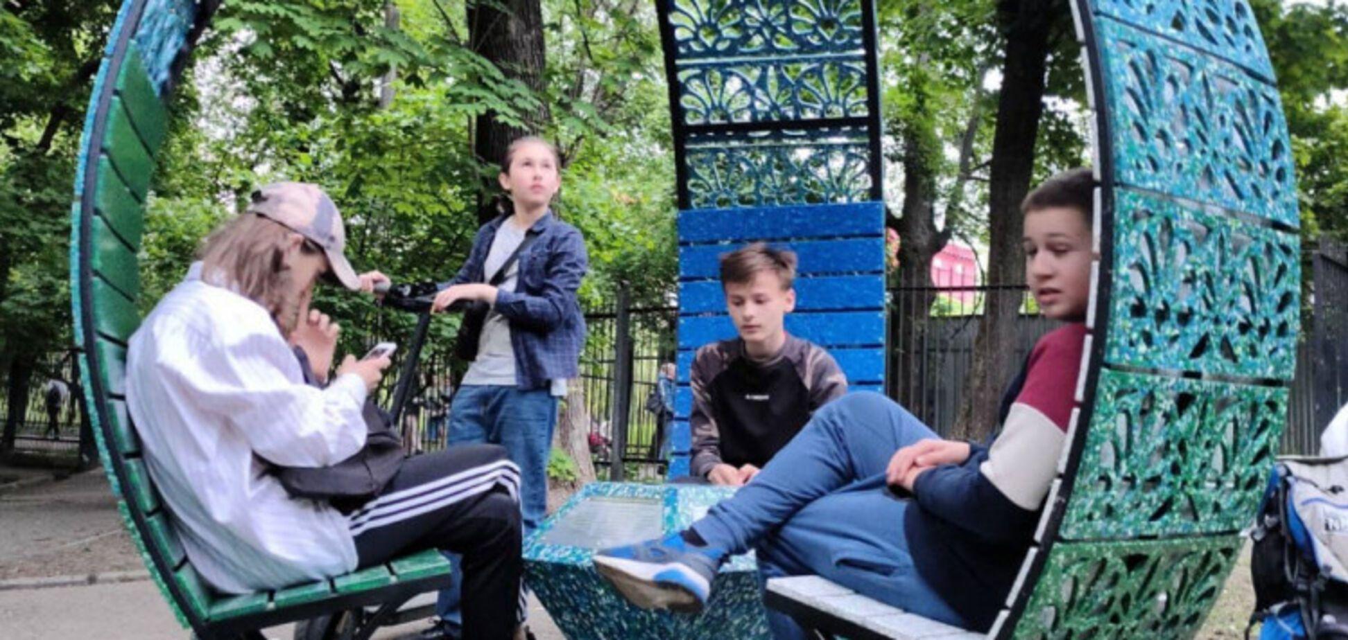 У ботсаду Києва відкрили унікальну альтанку з переробленого пластику. Фото