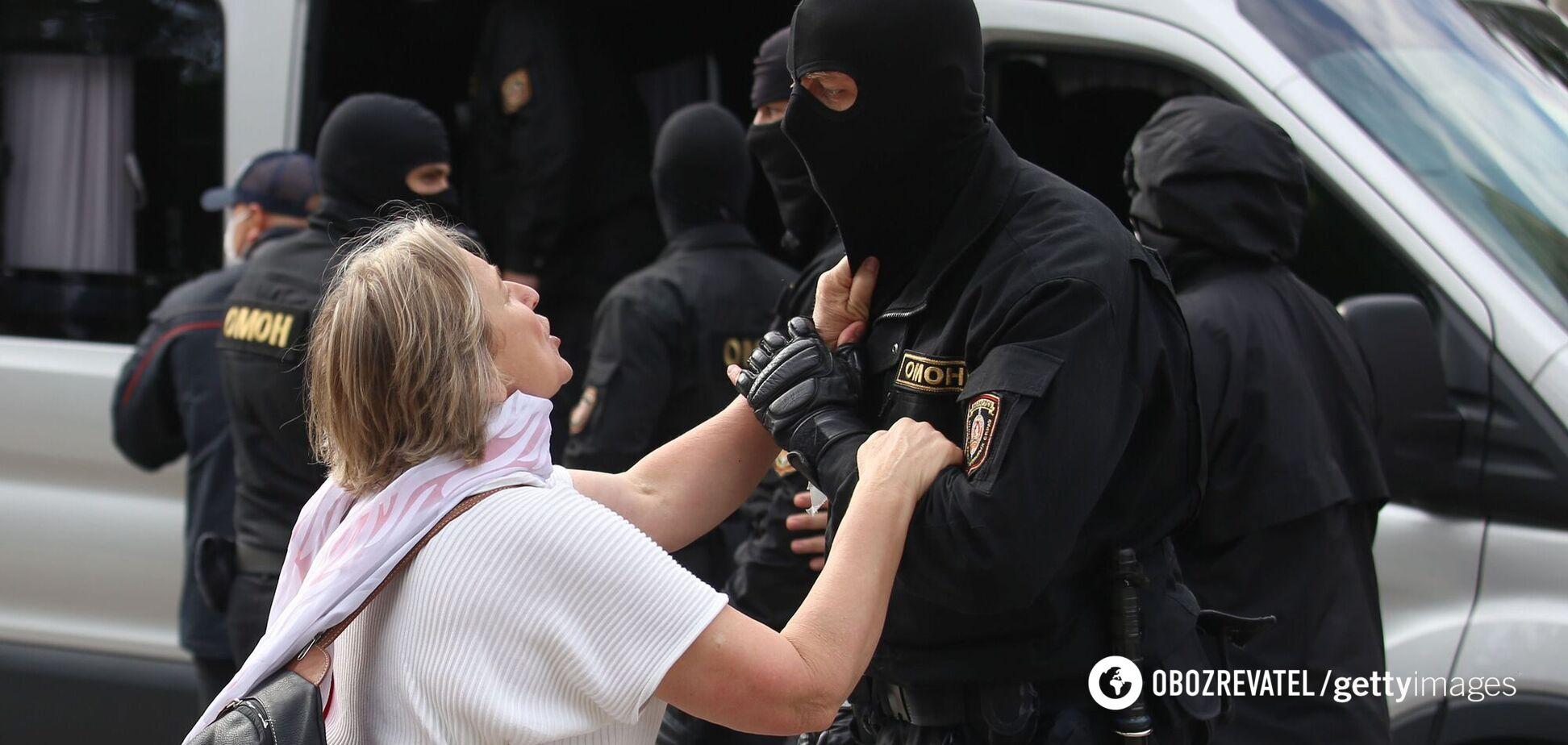 У Білорусі пенсіонерку 5 днів катували за коментар у соцмережах, – журналіст