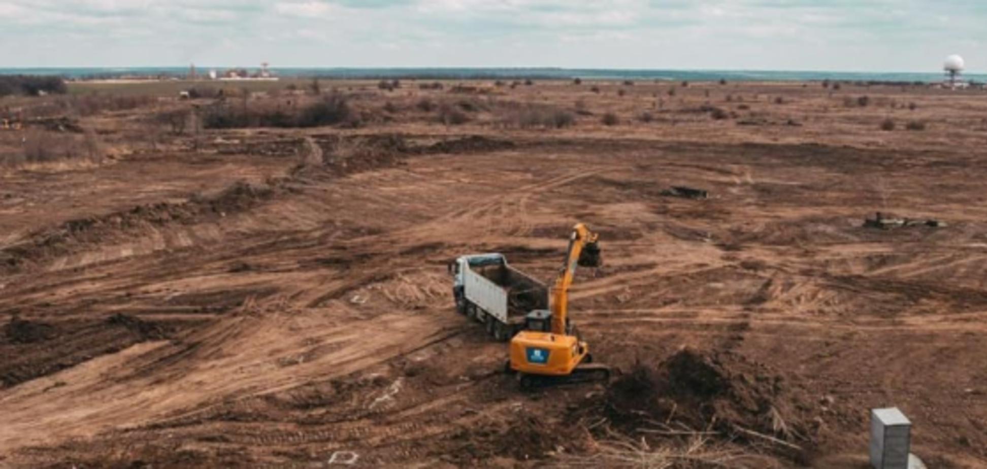 Політолог заявив, що 'слуга' Демченко збрехав щодо будівництва аеропорту в Дніпрі. Фото