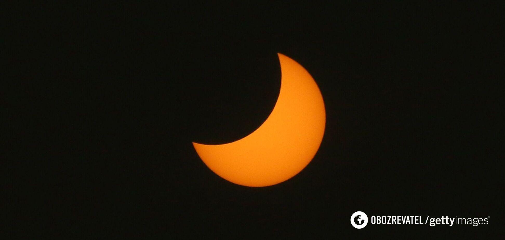Українці цього літа зможуть побачити незвичайне сонячне затемнення