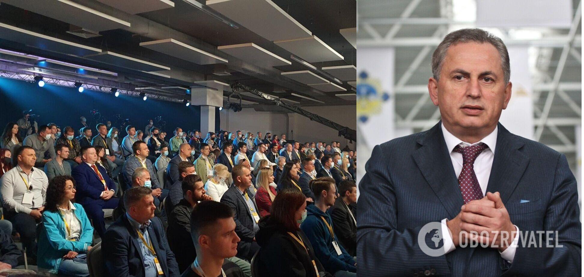 На съезде присутствовали более 200 представителей со всех областей Украины