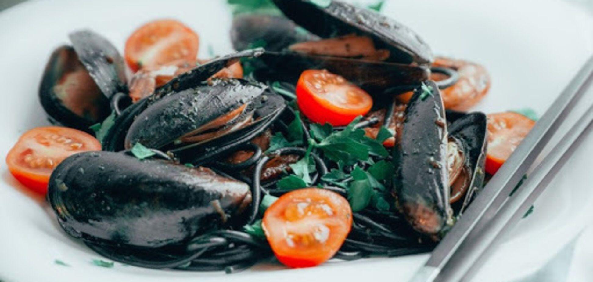 Ідеальна вечеря – мідії з томатами: рецепт