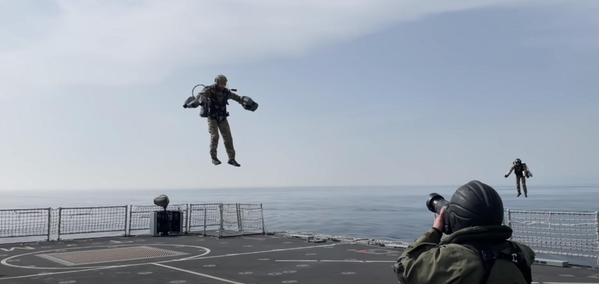 В Британии военные провели учения с реактивными ранцами. Видео