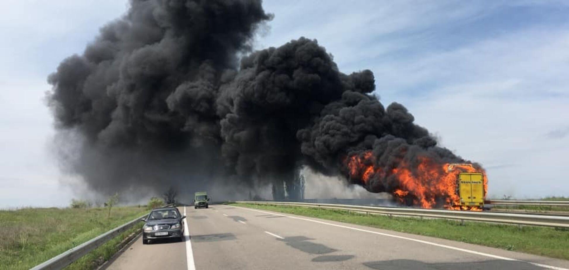 На трасі Одеса-Київ загорівся пасажирський автобус
