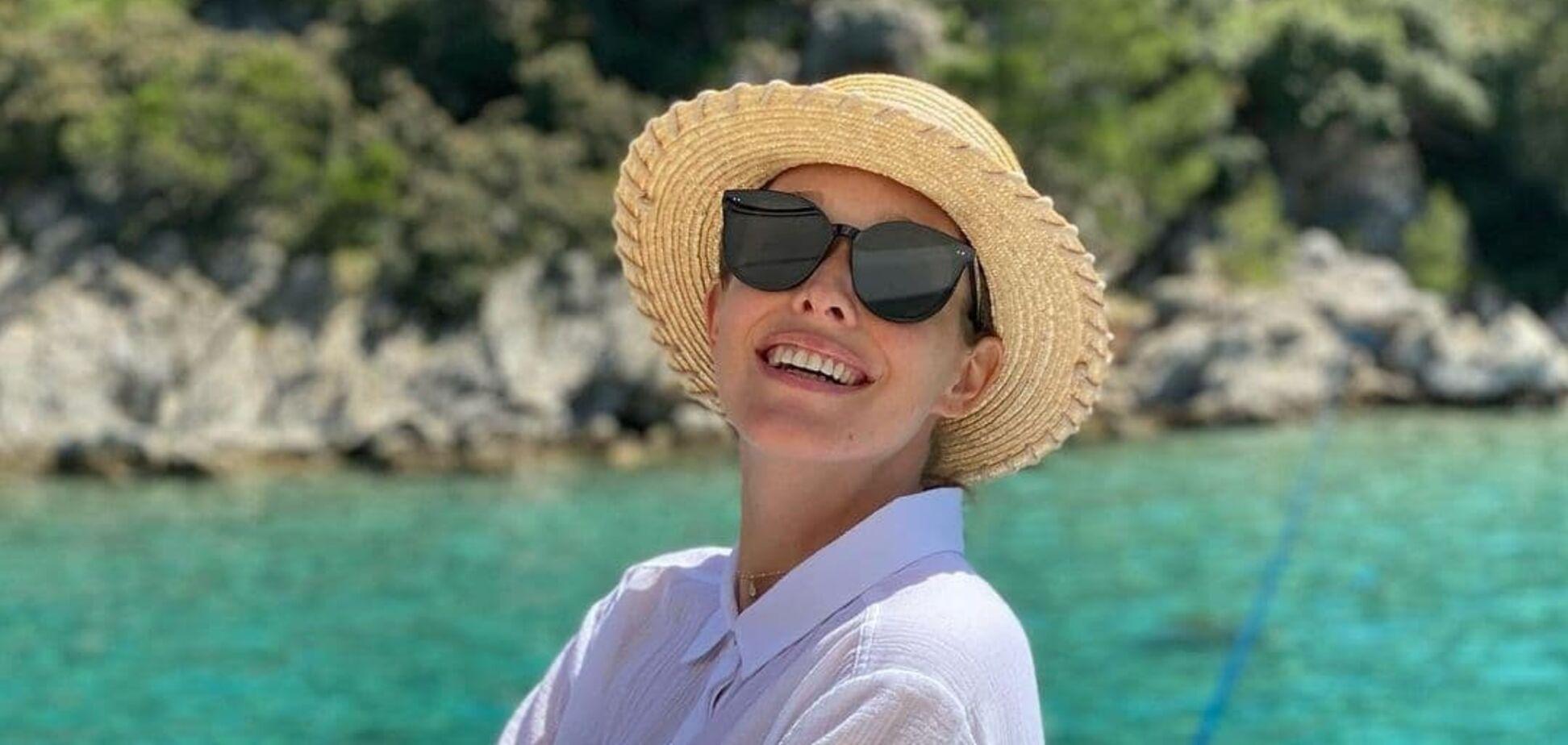 Вагітна Осадча знайшла капелюх «за розміром» і поділилася фото