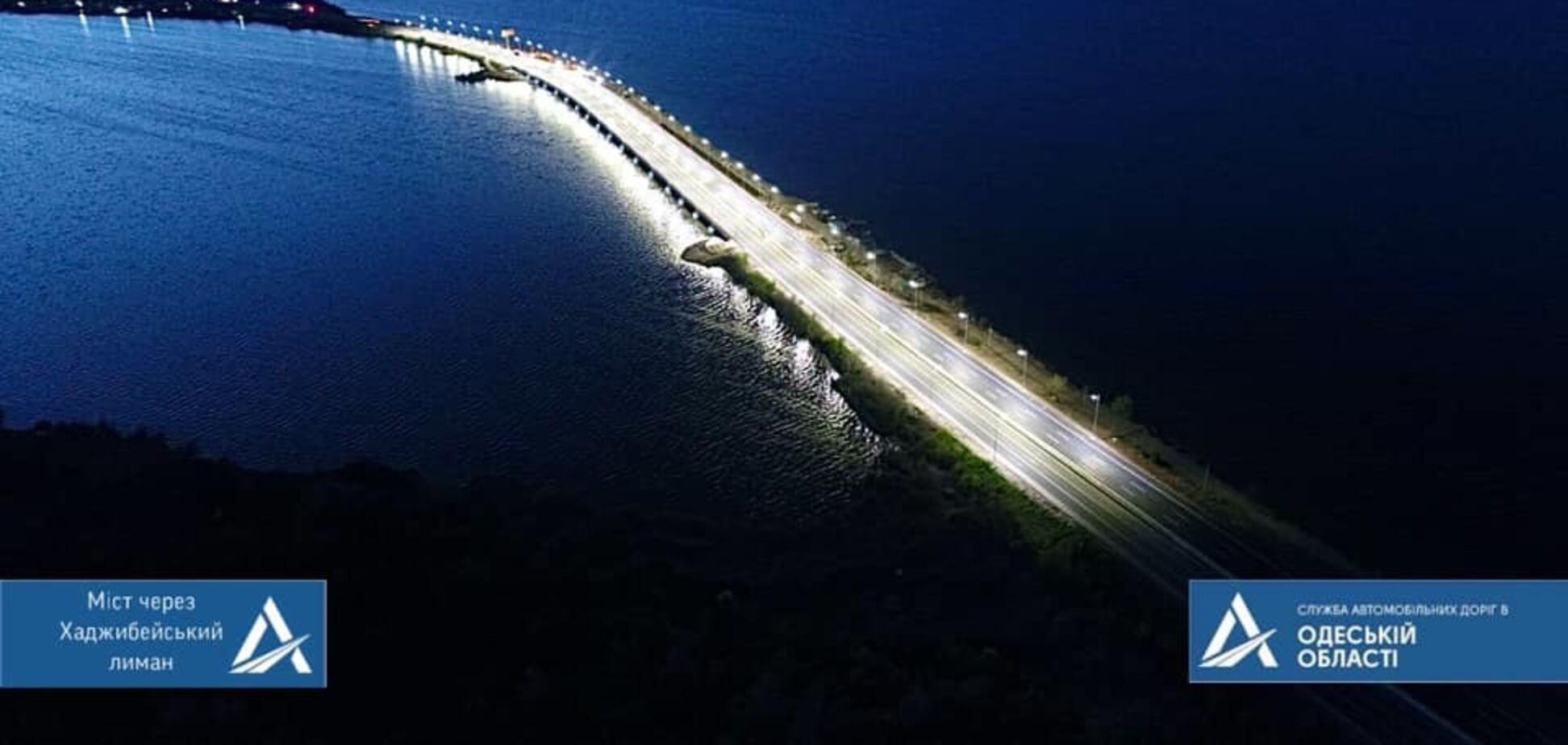 Вогні 'Великого будівництва': в Укравтодорі показали нічний міст через Хаджибейський лиман