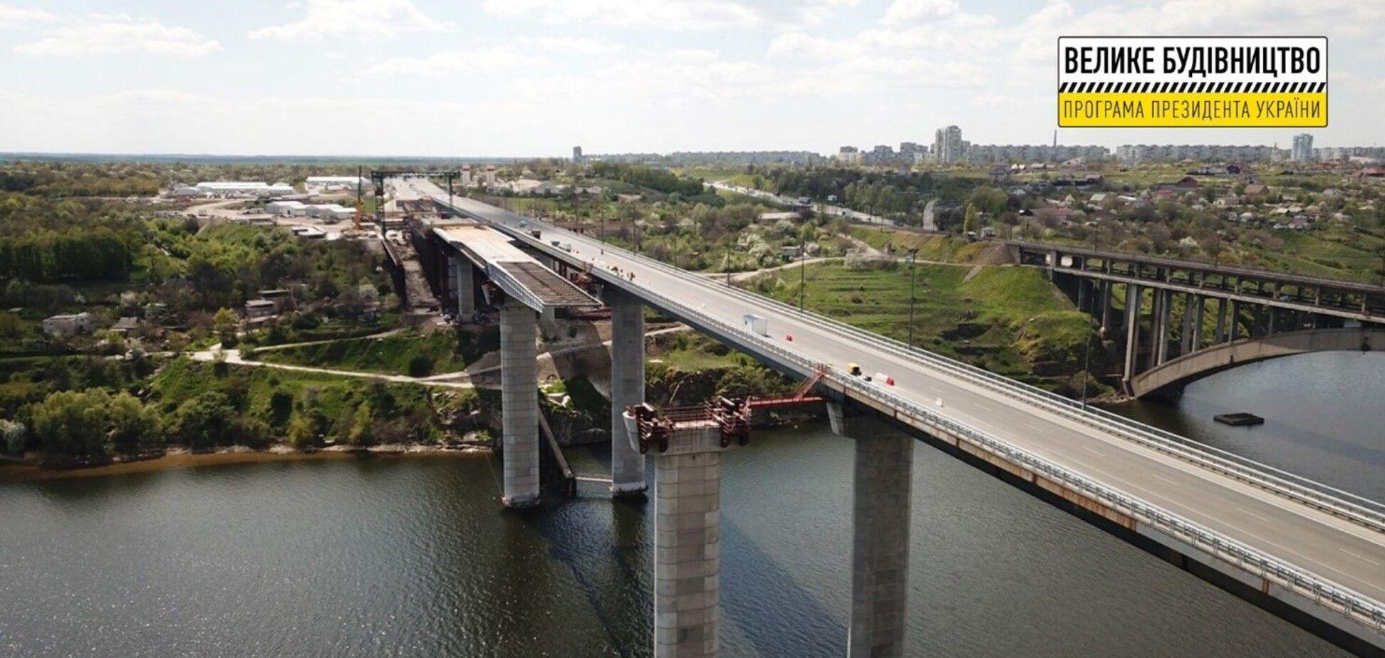 Роботи з будівництва балковогоі вантового мостів у Запоріжжі йдуть з випередженням графіка.