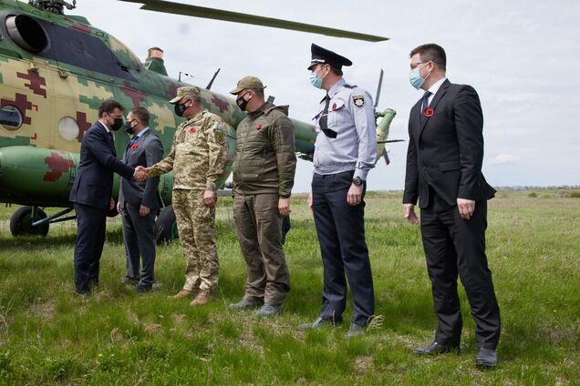 Зеленский с послами Евросоюза и G7 прибыл на Луганщину. Фото