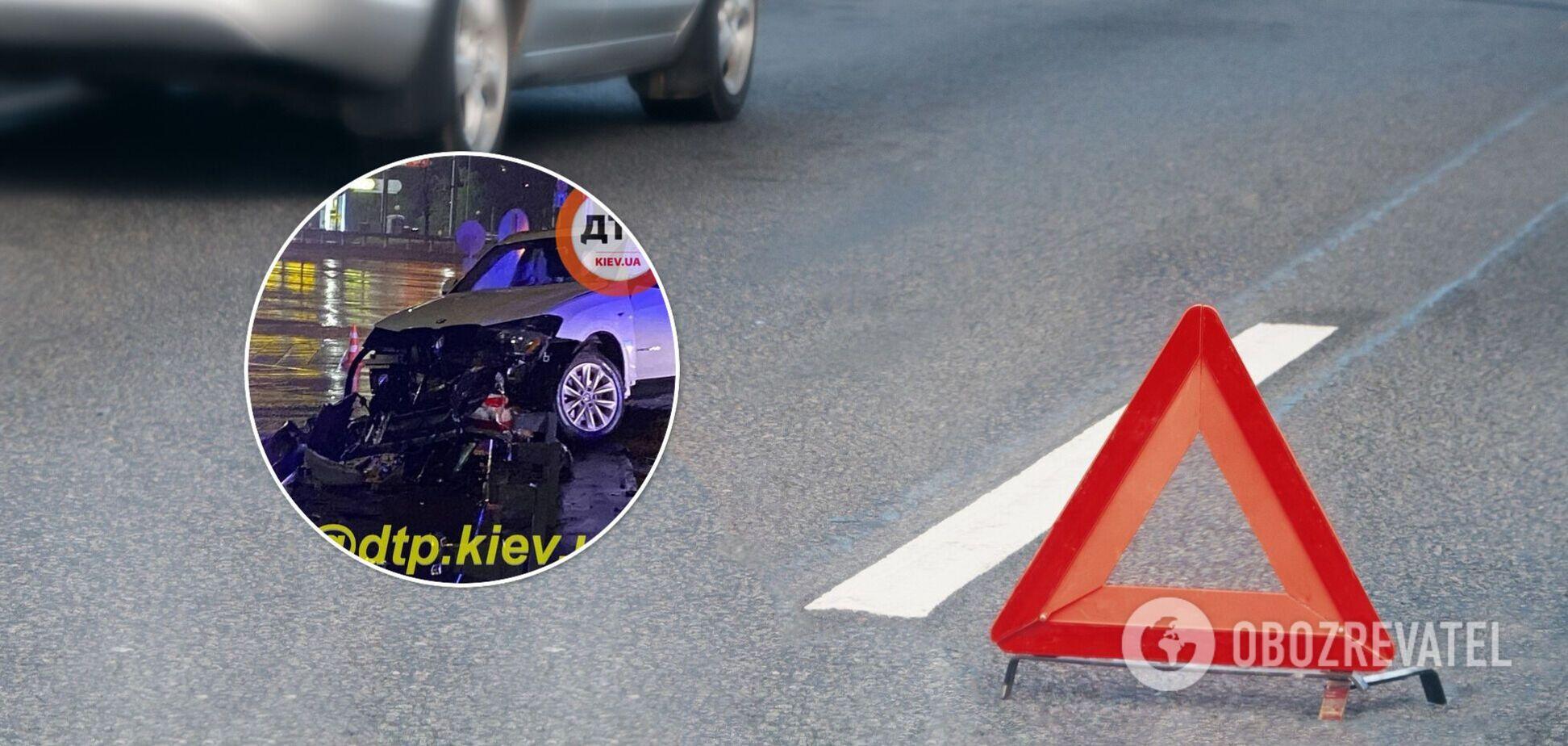 У Києві в ДТП з BMW постраждали двоє осіб, водій міг втекти. Фото і відео