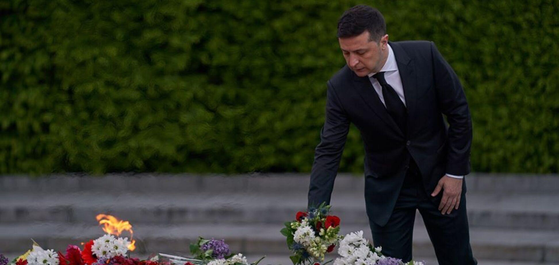 Зеленский возложил цветы к могиле Неизвестного солдата в Киеве. Видео