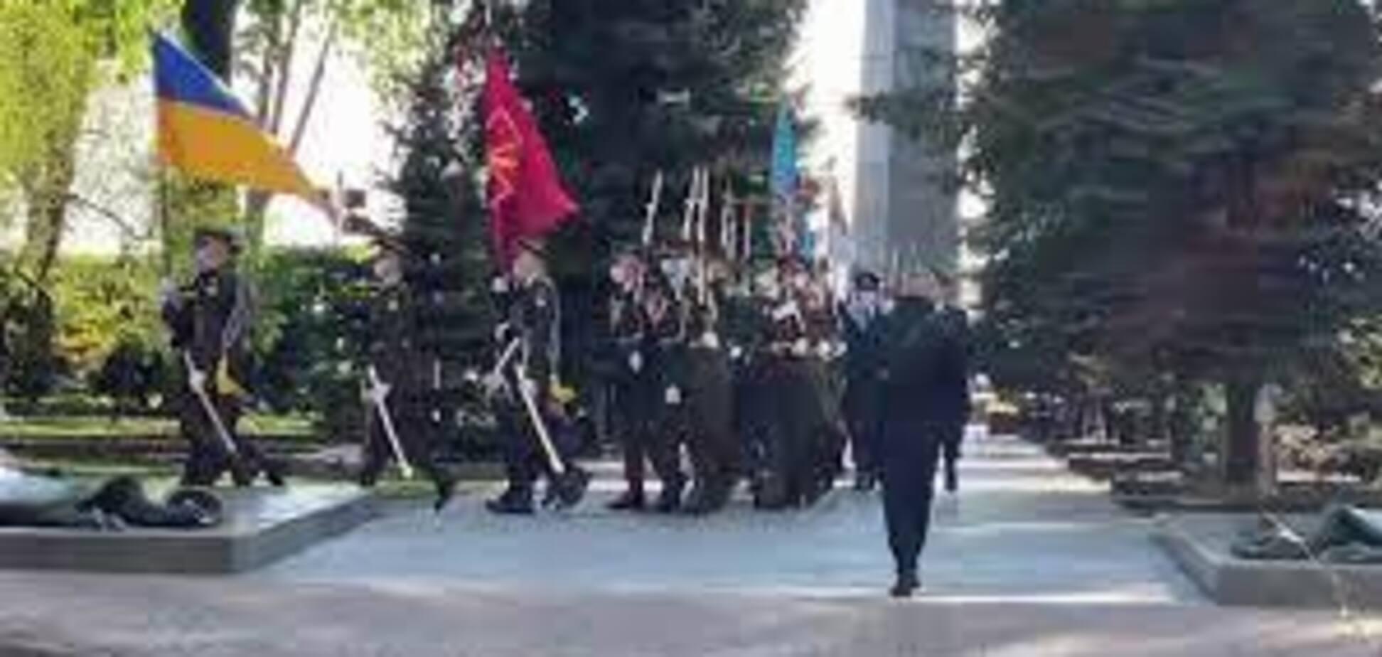 Владимир Зеленский возложил цветы к могиле Неизвестного солдата