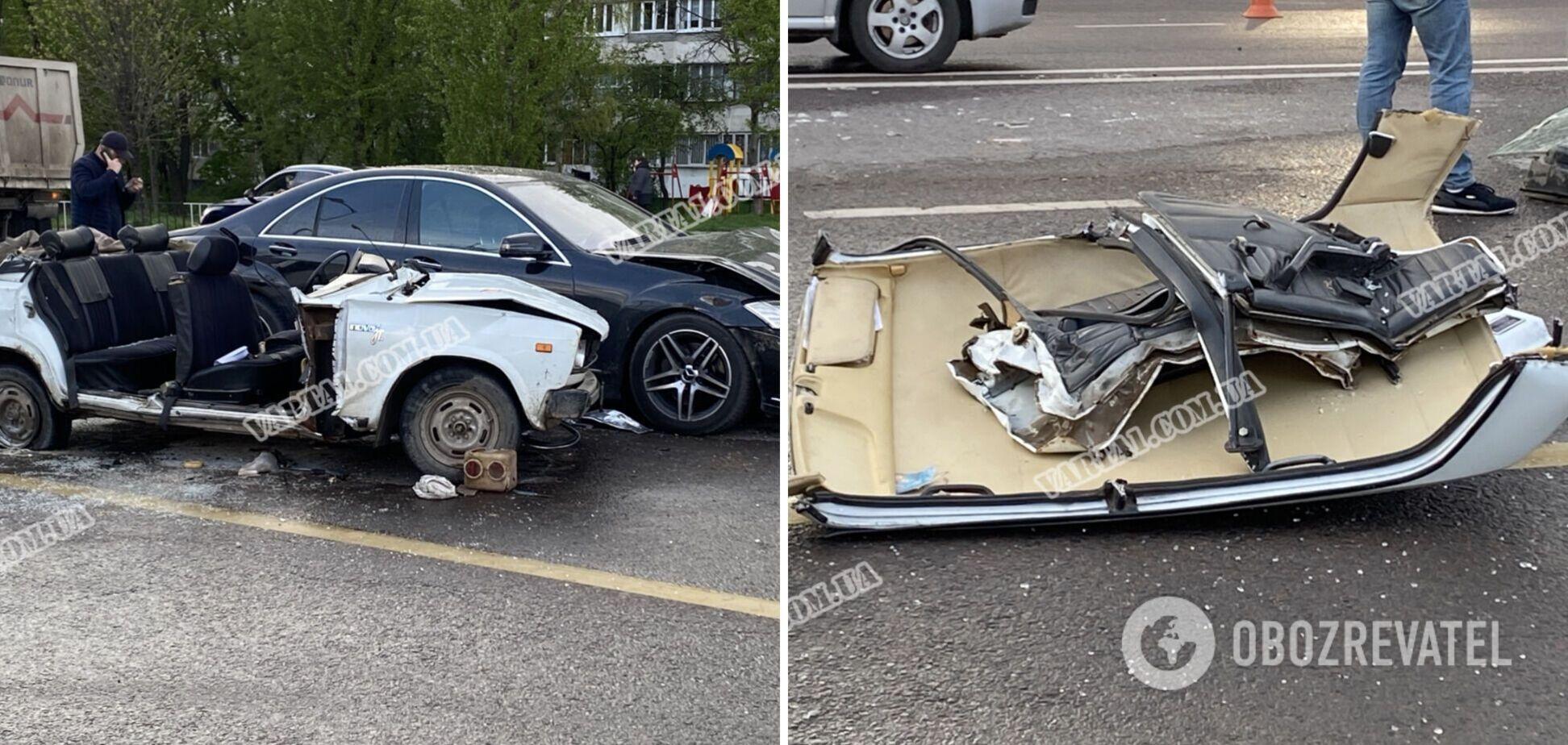 У Львові авто зірвало дах після потужного ДТП: є загиблий. Фото та відео