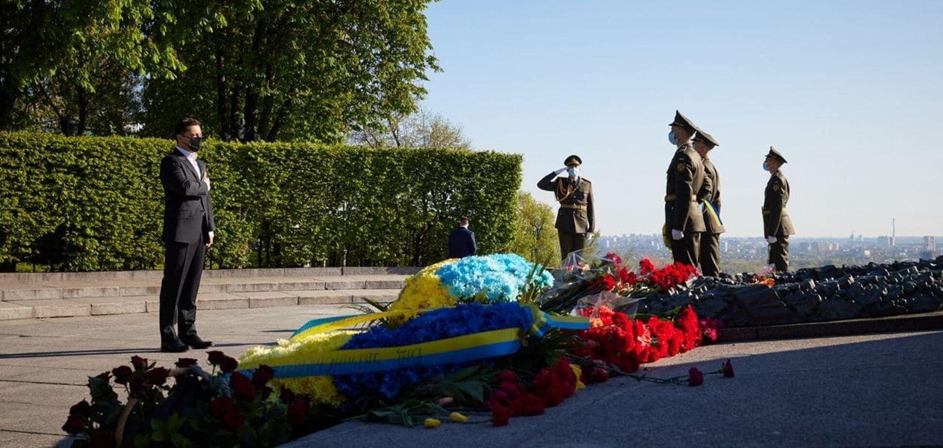 Зеленський поклав квіти до могили Невідомого солдата в Києві. Відео