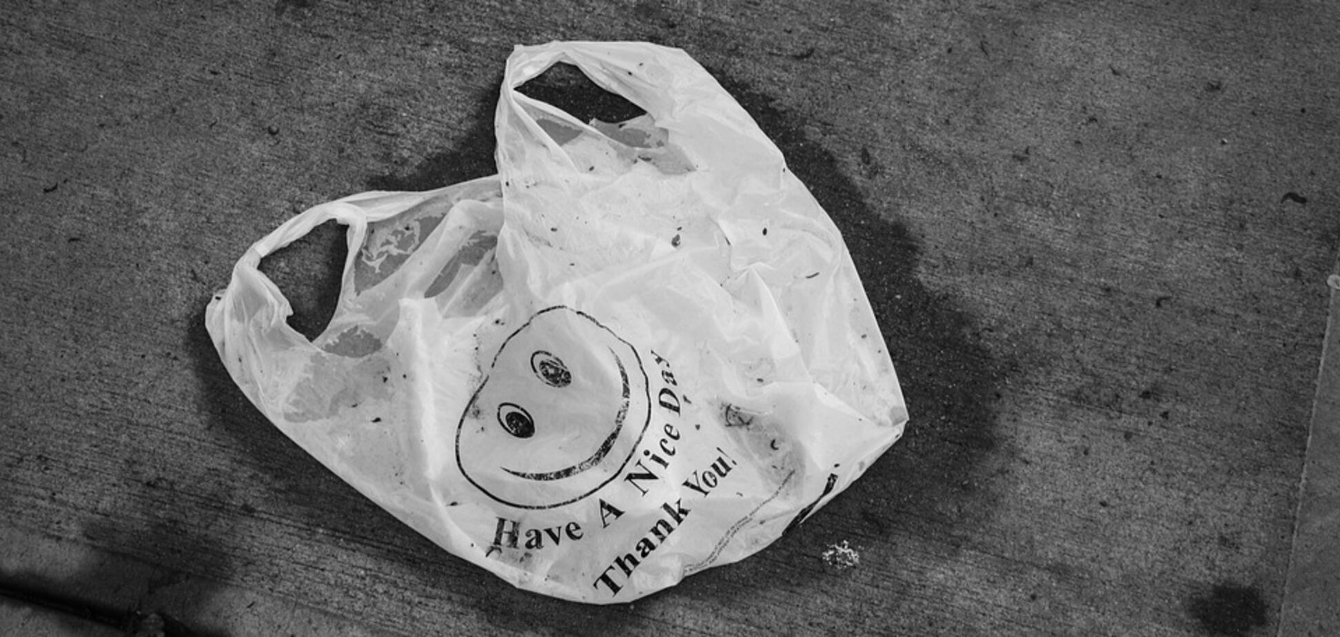 Закон передбачає покарання за поширення пластикових пакетів