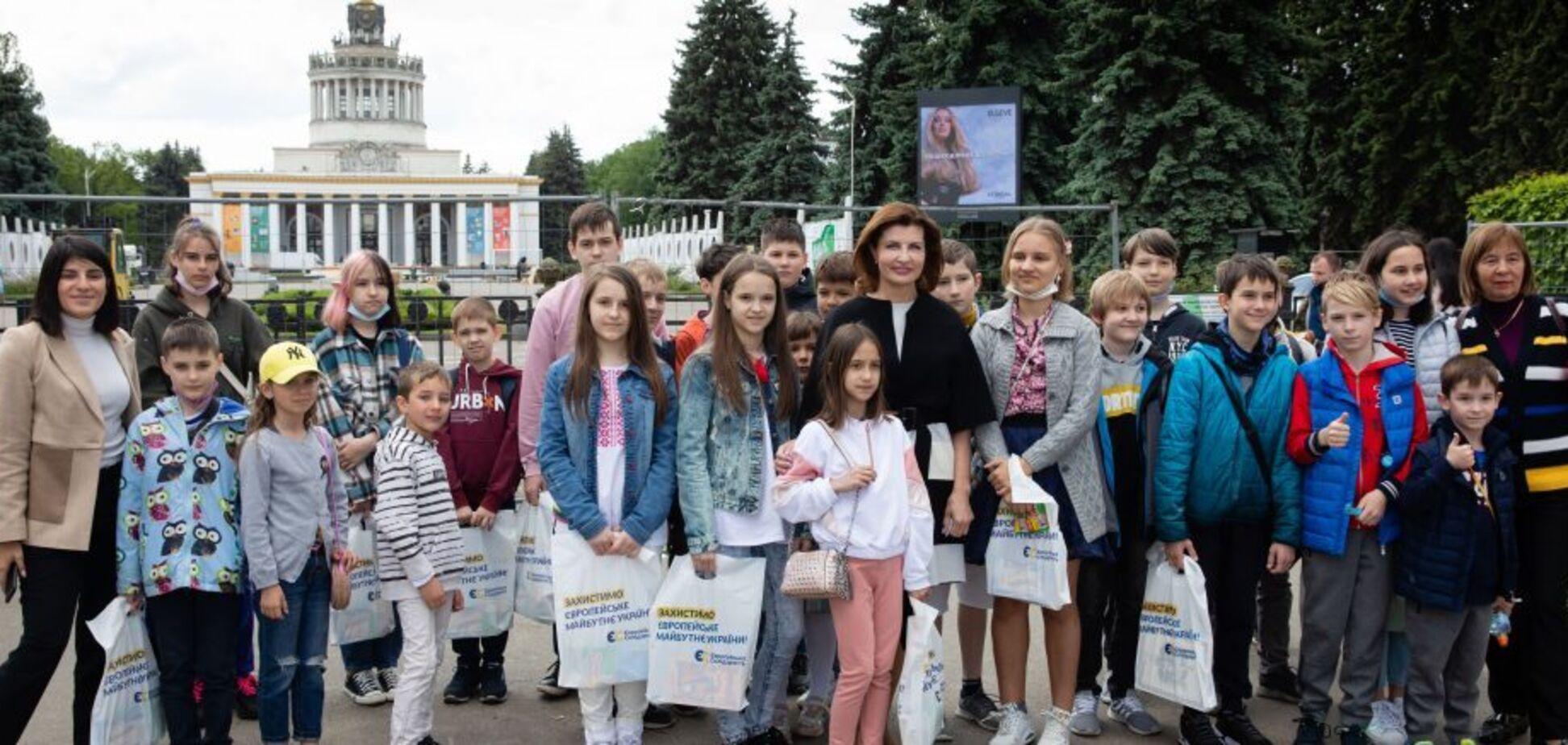 Марина Порошенко у Міжнародний День захисту дітей запросила школярів з родин учасників війни проти російської агресії до Музею науки