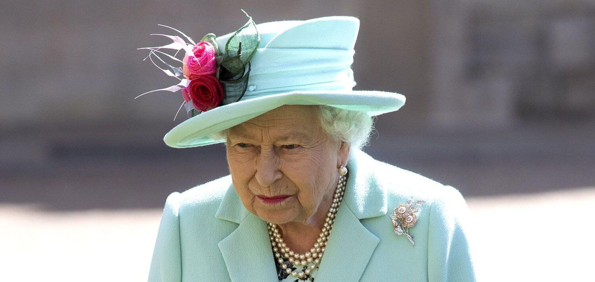 КоролеваВеликобритании ЕлизаветаII