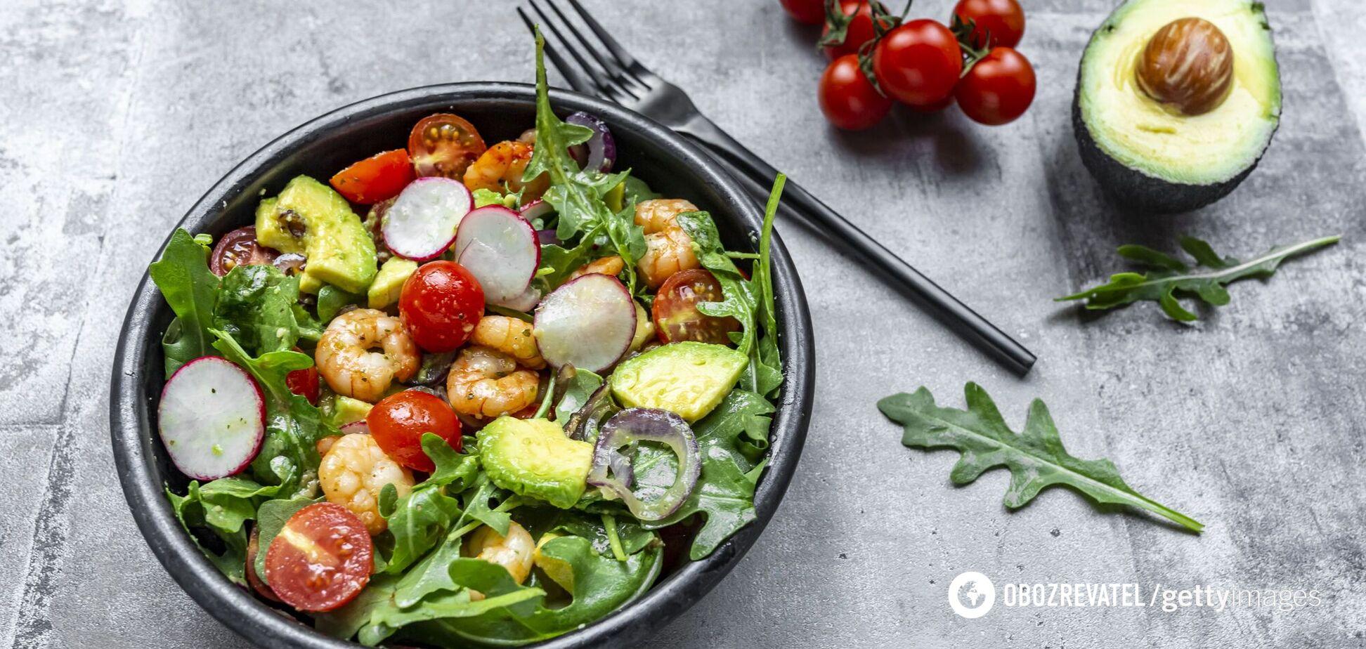 Салат с креветками и авокадо для ужина