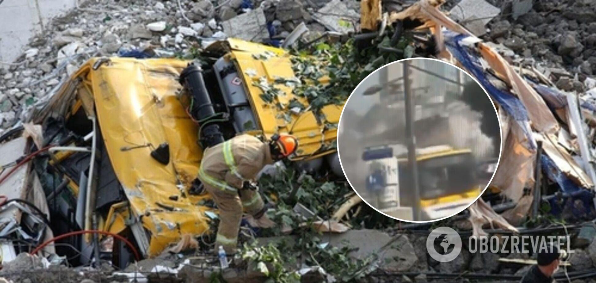 В Южной Корее здание рухнуло на автобус с людьми и убило 9 человек: момент трагедии попал на видео
