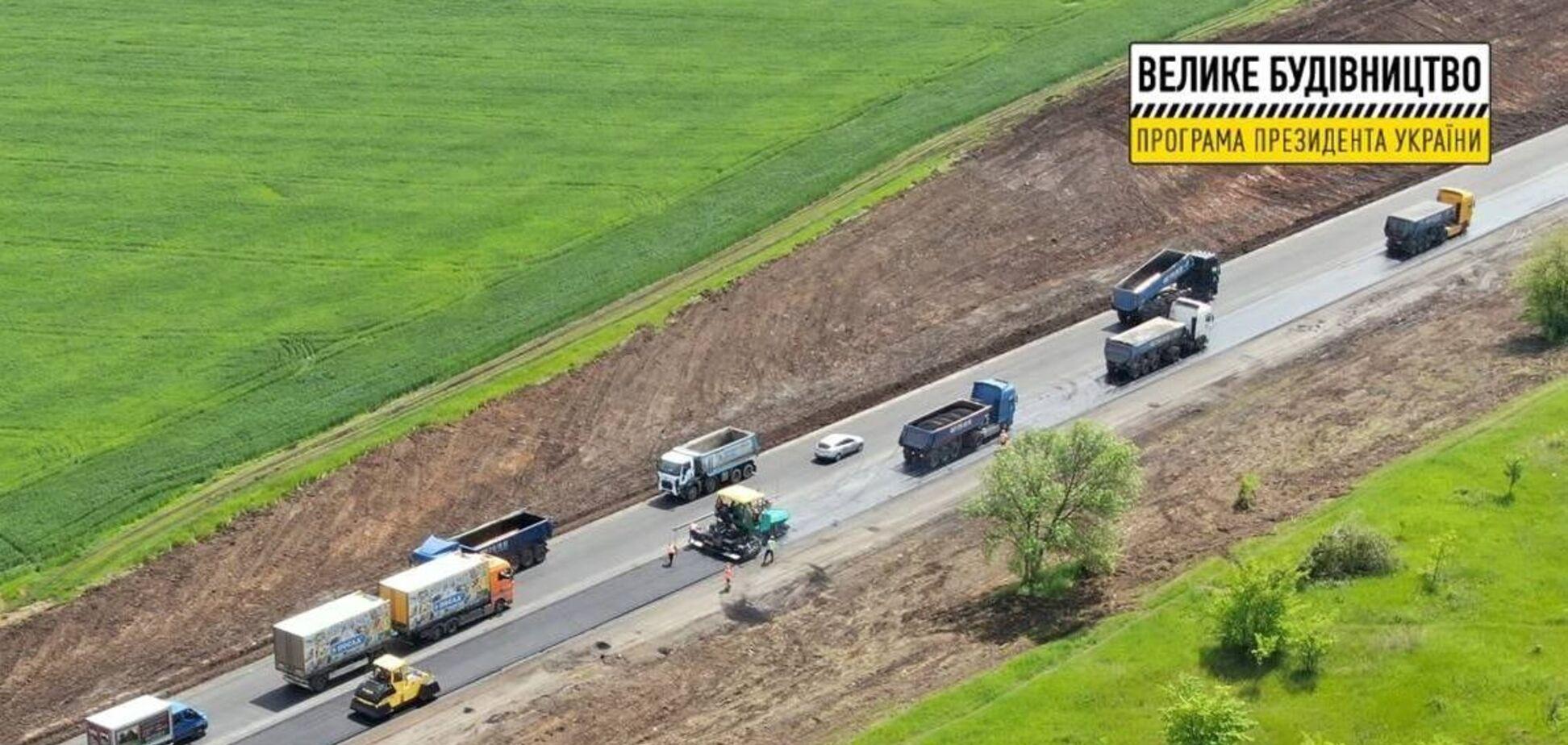 Тривають масштабні дорожні роботи на окружній Харкова