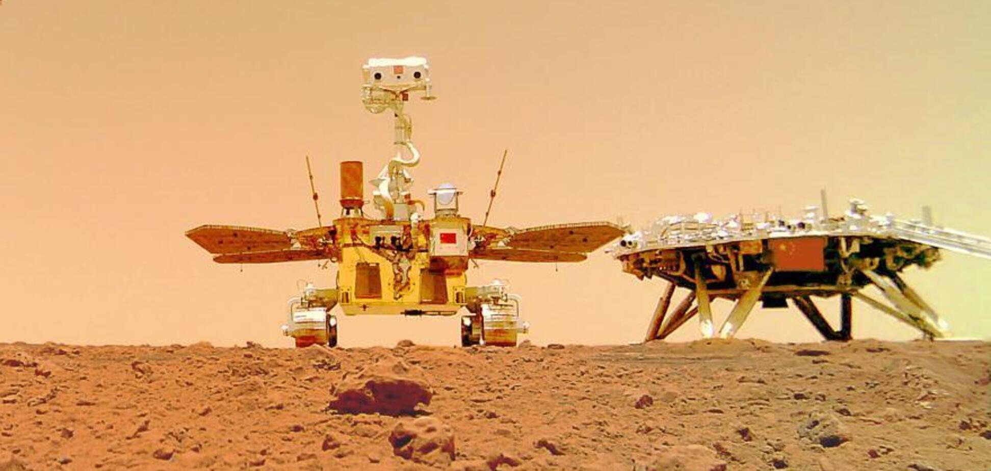 Китайський марсохід надіслав селфі з Червоної планети