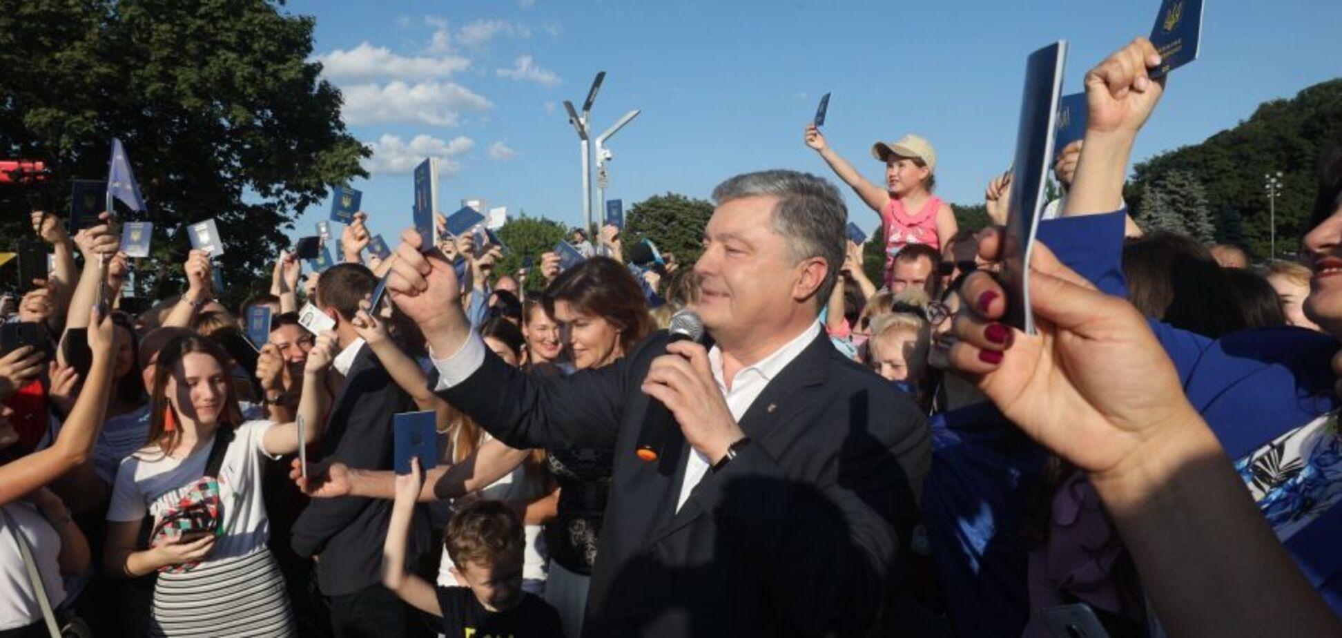Порошенко привітав українців з річницею безвізу