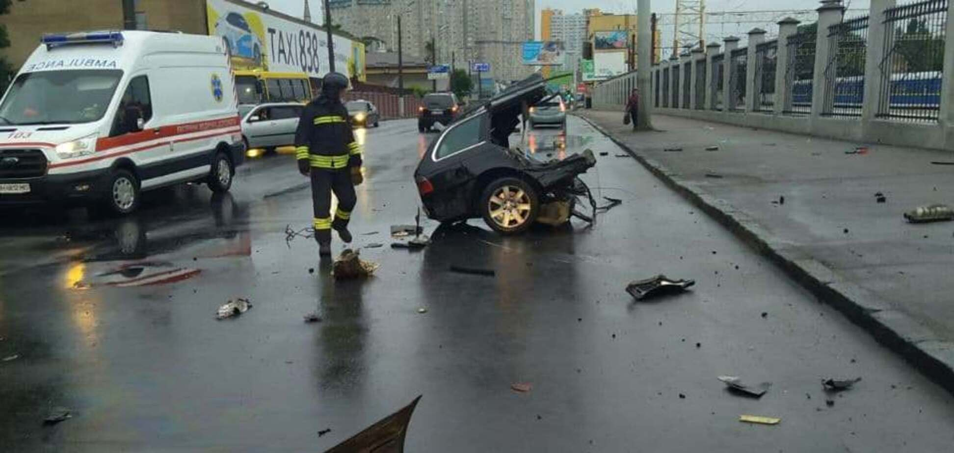 В Одессе автомобиль в ДТП разорвало на части