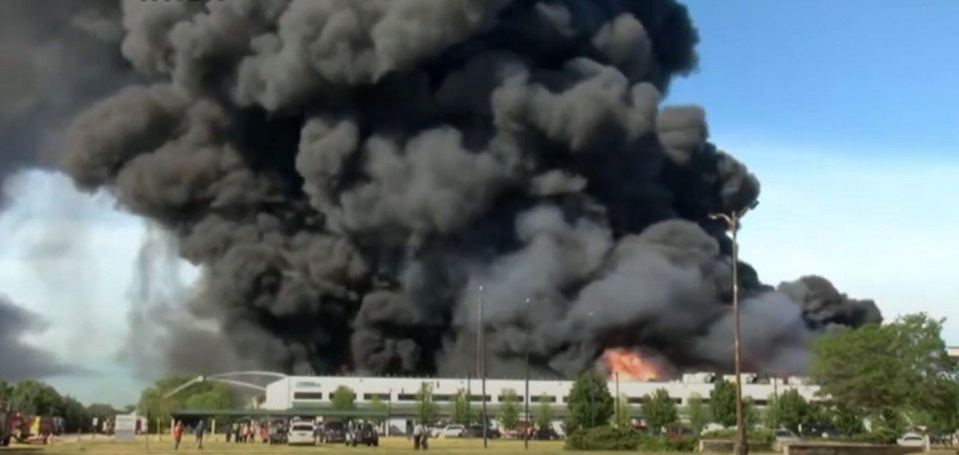 Крупный пожар на химическом заводе в американском городе Роктон