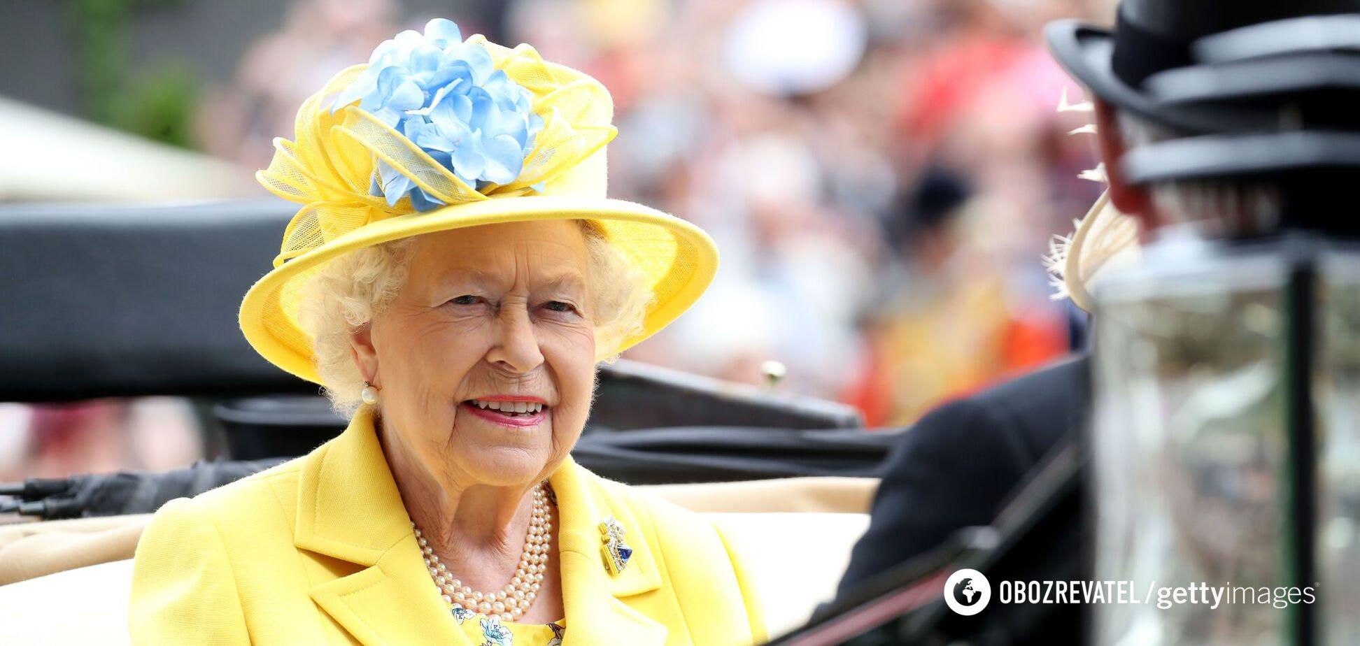 Почему Елизавета II никогда не носит бежевый: раскрыты подробности