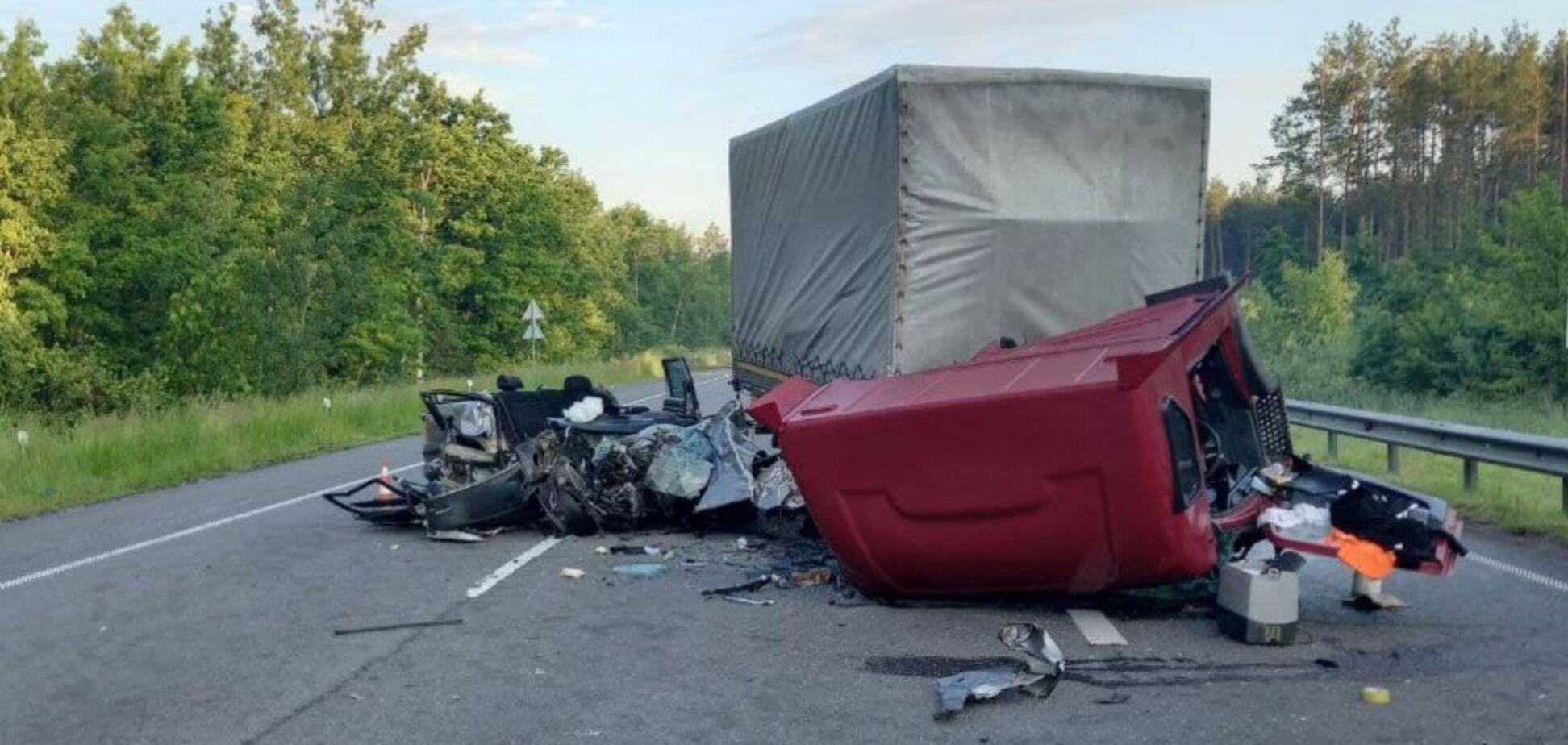На Киевщине легковушка влетела в грузовик