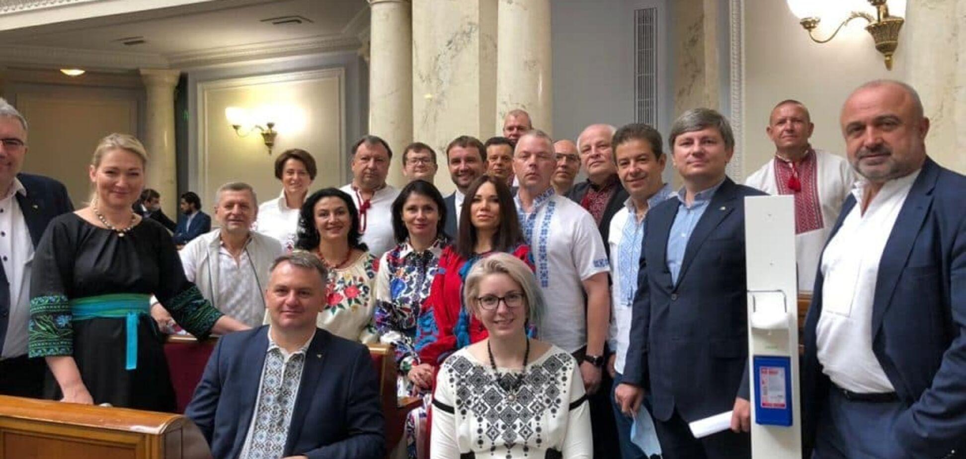 'Евросолидарность' вместе с коллегами по оппозиции зарегистрировала законопроект о деолигархизации и очистке власти от коррупции
