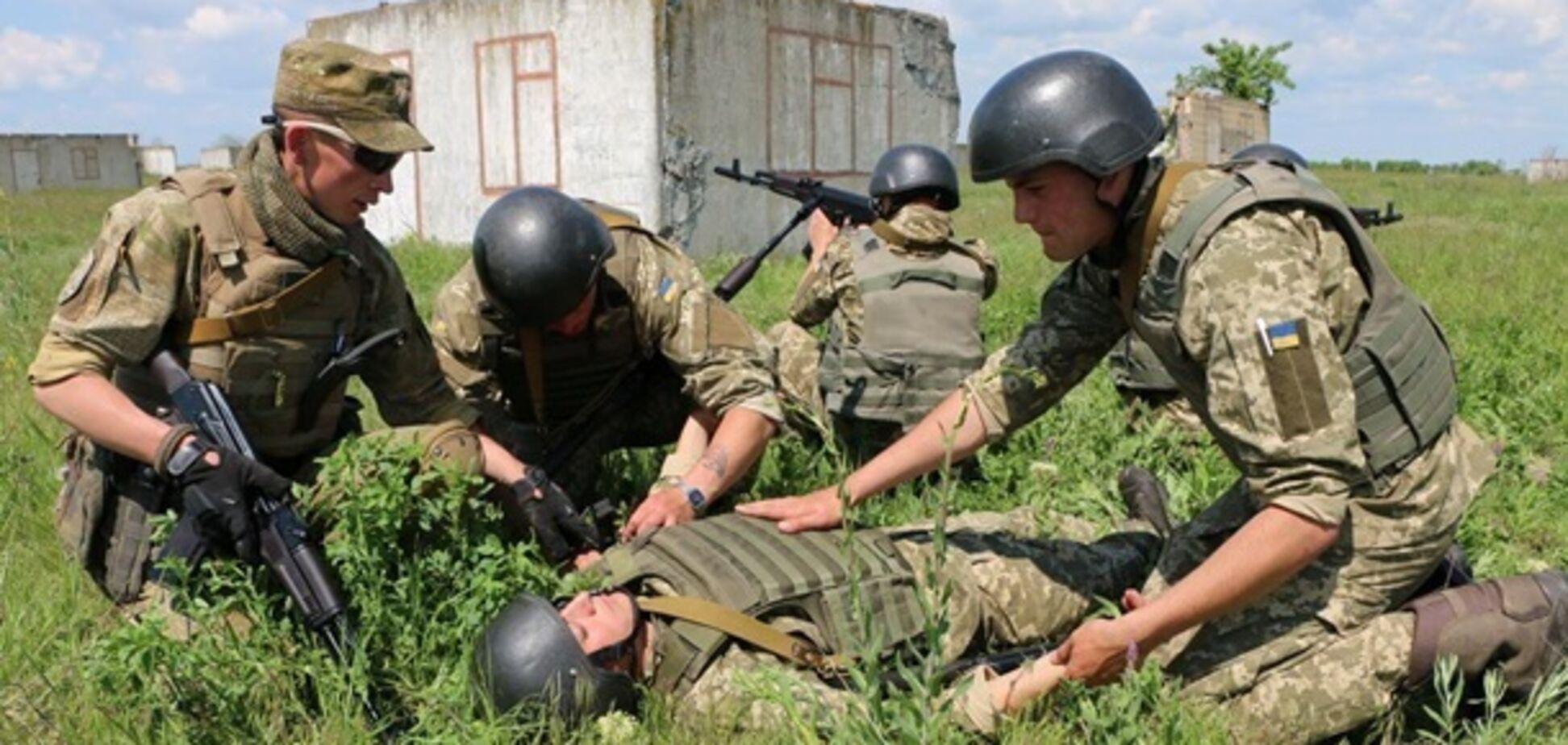 Воин ВСУ получил ранения во время обстрела вблизи Луганского на Донбассе
