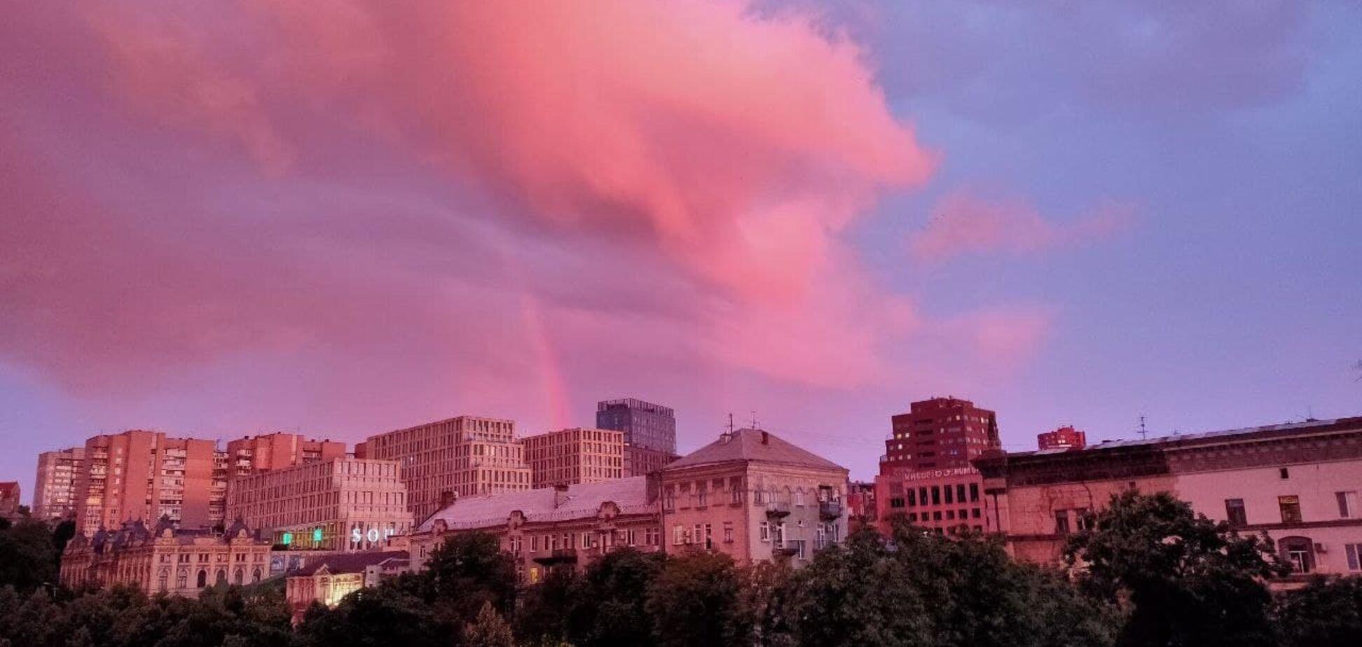 После ливня небо над Днепром приобрело необычный цвет