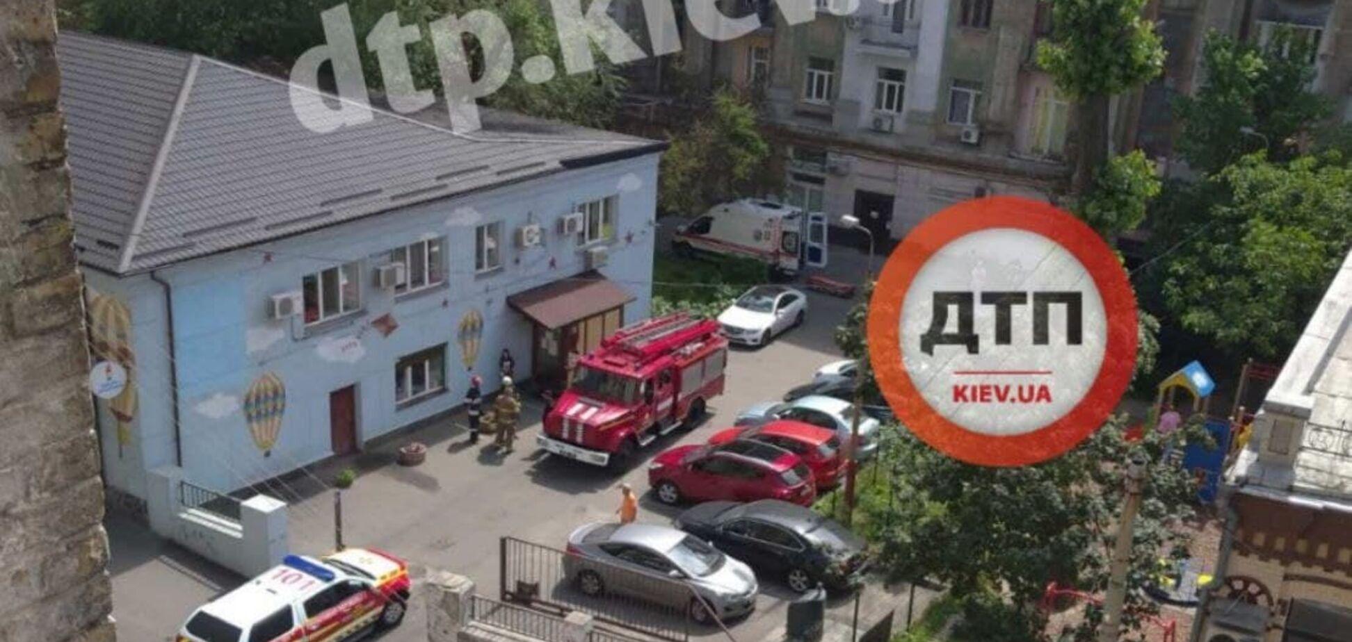 У Києві чоловік пішов у ванну кімнату і провалився разом із підлогою. Фото, відео