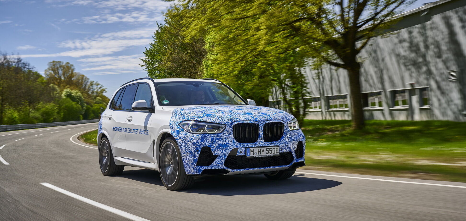 BMW почала тести кросовера i Hydrogen NEXT на водні