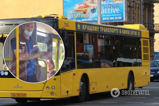 В Киеве кондуктор автобуса веселил пассажиров фокусами и анекдотами. Видео