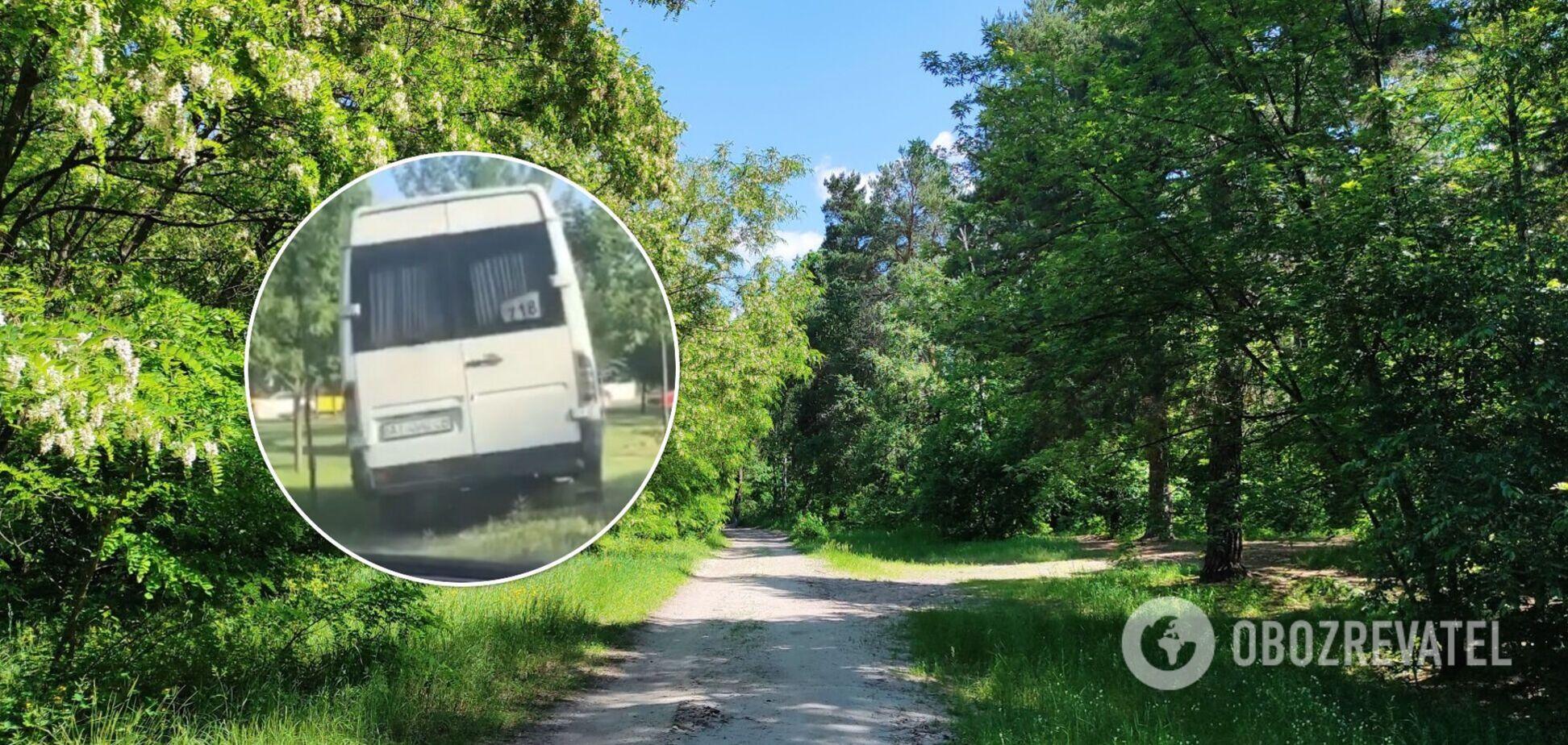 Транспорт рухався між деревами близько 20 метрів