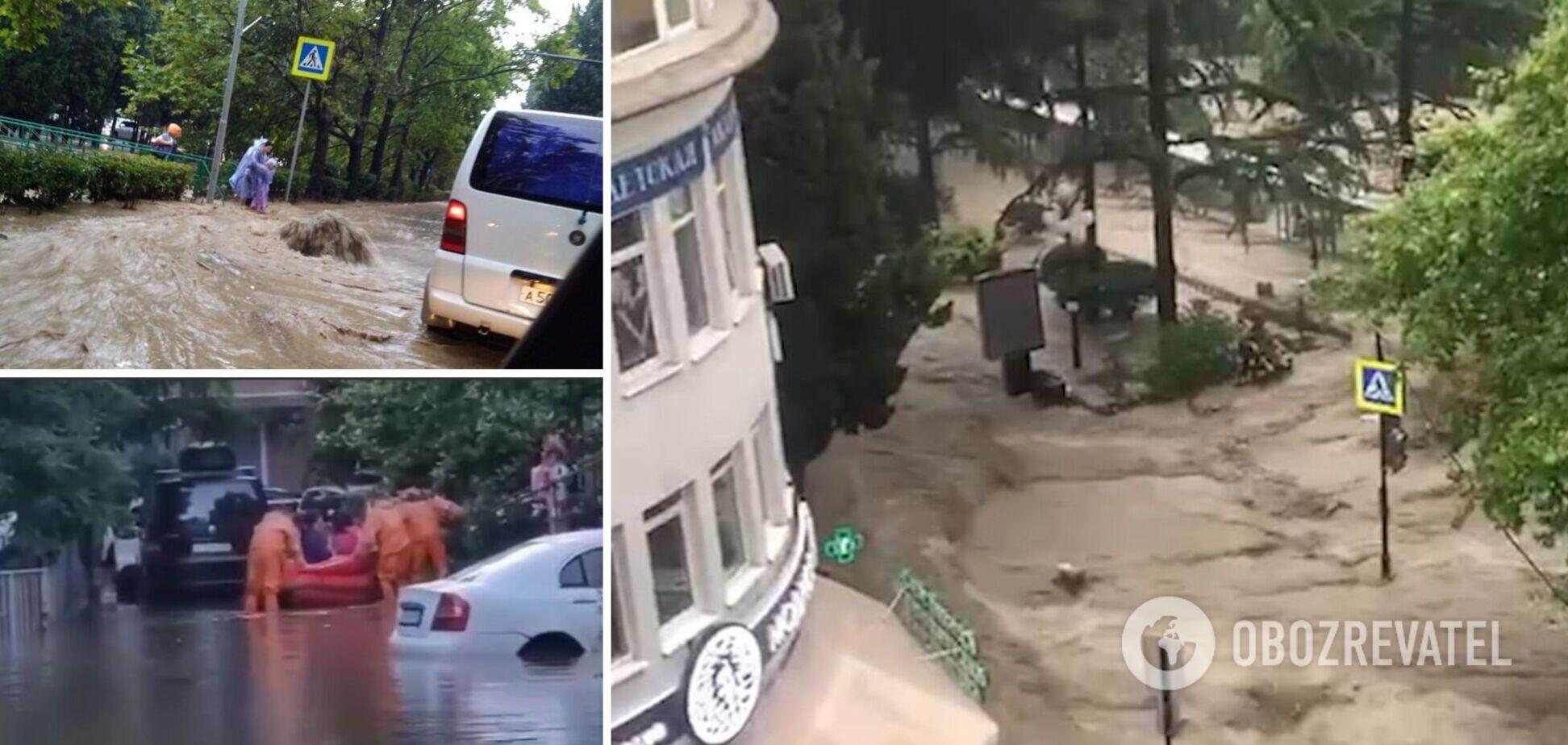 У затопленій Ялті вулиці перетворилися на бурхливі ріки, людей евакуюють, є постраждалі та загиблі. Відео стихійного лиха