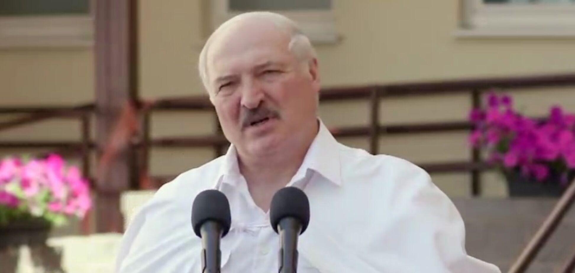 Лукашенко назвал прекращение Украиной авиасообщения с Беларусью 'гадким поступком'