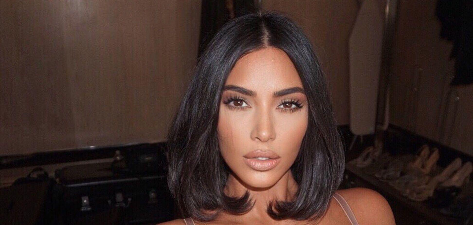 Ким Кардашьян без макияжа устроила сексуальную пляжную фотосессию
