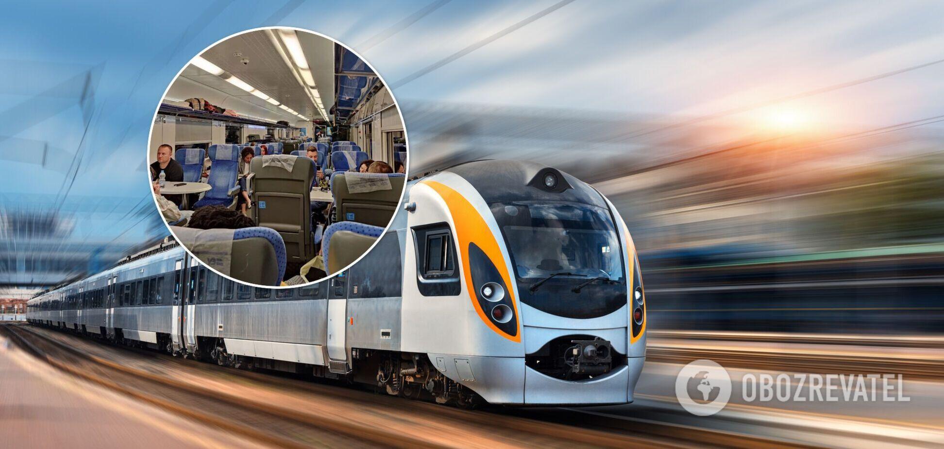 Пасажири 'Інтерсіті+' стали 'заручниками' в застряглому дорогою до Одеси поїзді. Фото