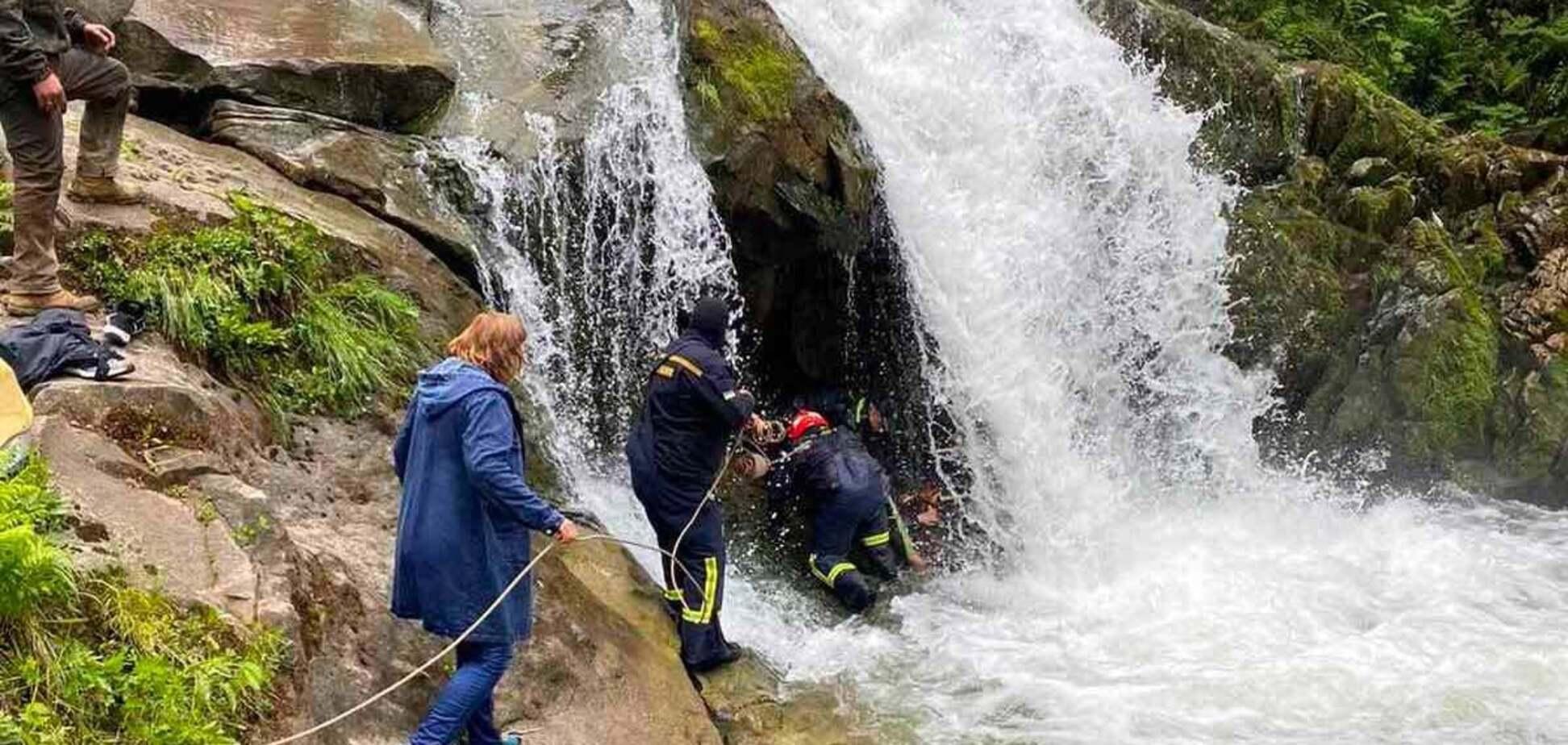Львівський школяр загинув через селфі на водоспаді під час екскурсії, двоє вчителів у лікарні