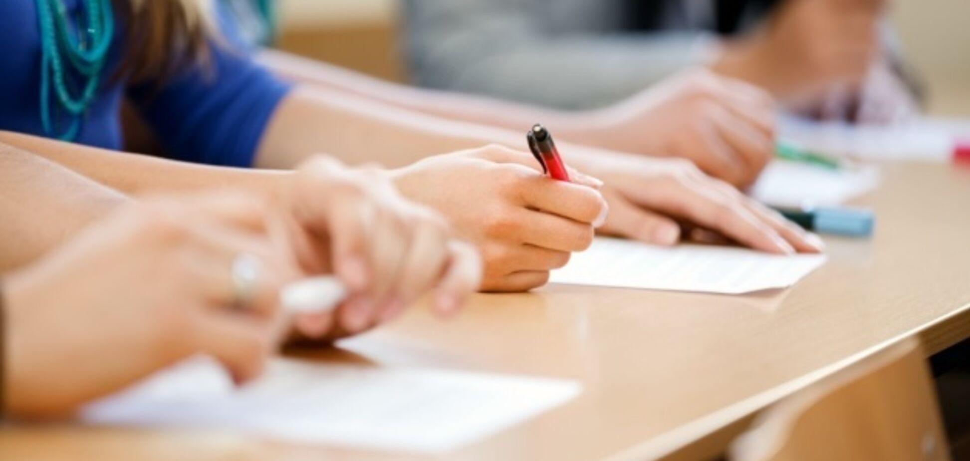 Фальсифікація під час іспитів: студенти вклеїли в паспорт фото інших осіб