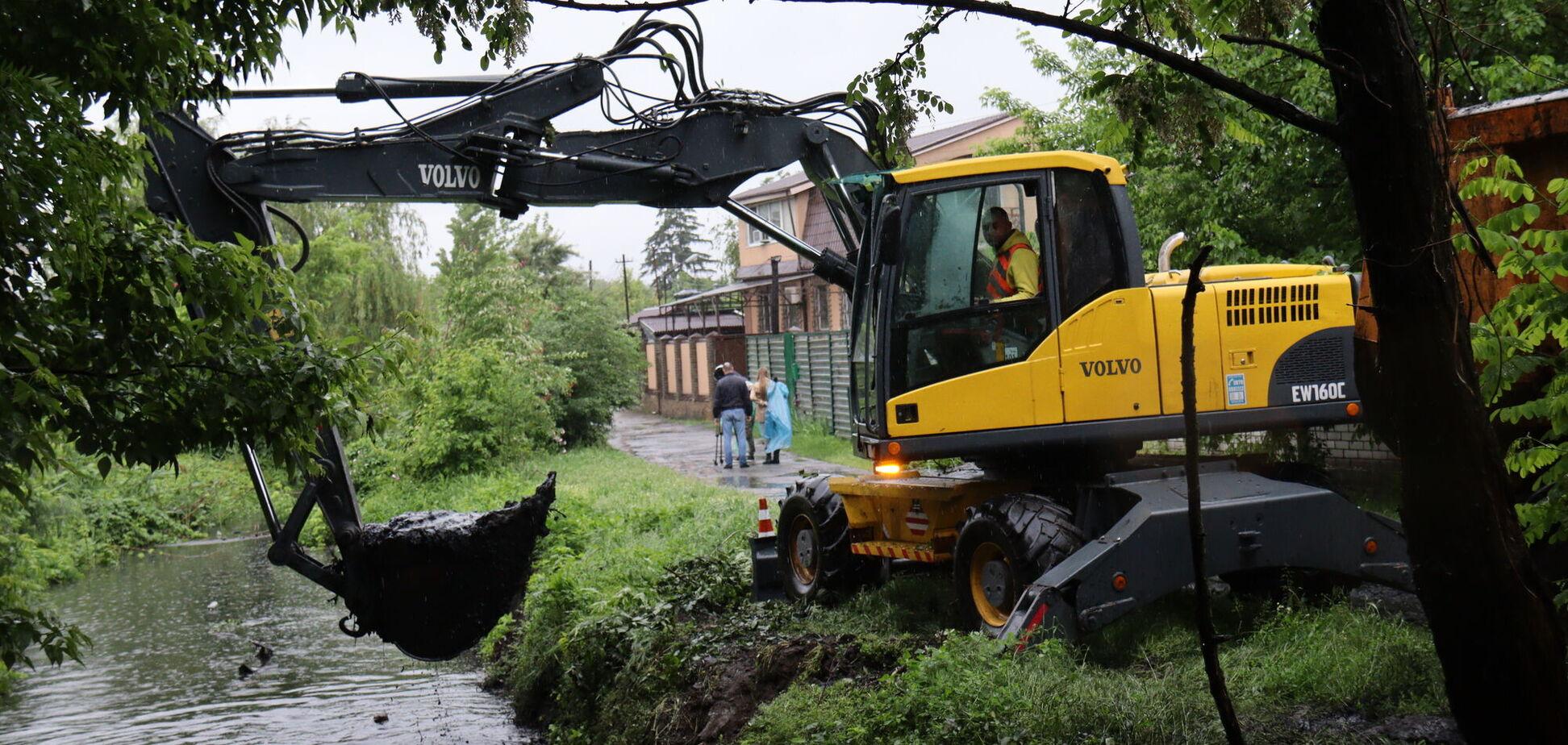 В Днепре расчищают канал Гнилокиш, чтобы предотвратить подтопление частных домовладений
